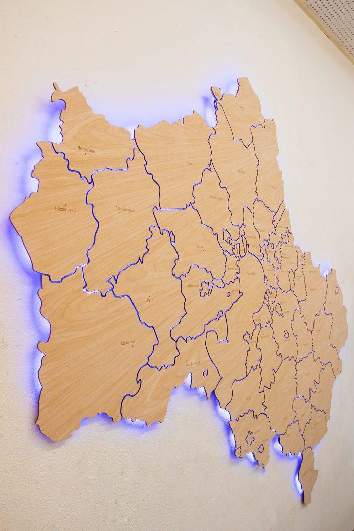 Настенная карта Московской области из дерева из шпона Файн-Лайн Дуб605CM с подсветкой
