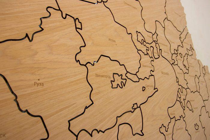 Деревянная карта Московской области на стену из Шпона Файн-Лайн Дуб605CM с гравировкой