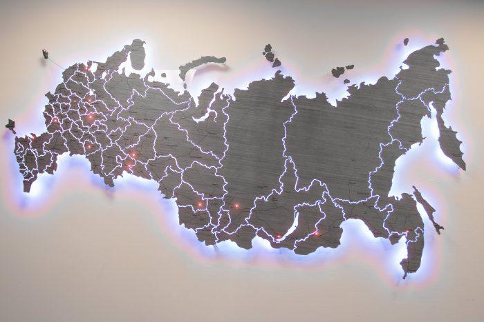 Настенная карта России из дерева из шпона Файн-Лайн Дуб 7S с УФ-печатью с многоцветной подсветкой и точечными светодиодами РЖД
