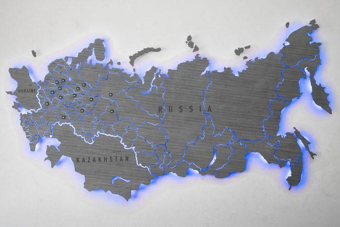 Карта России на стену из дерева из шпона Файн-Лайн Дуб7S Адидас с полным зазором и с подсветкой