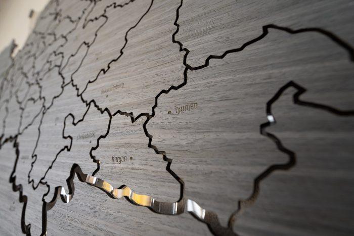 Деревянная настенная карта России серии Elite из шпона Файн-Лайн Дуб7S Адидас