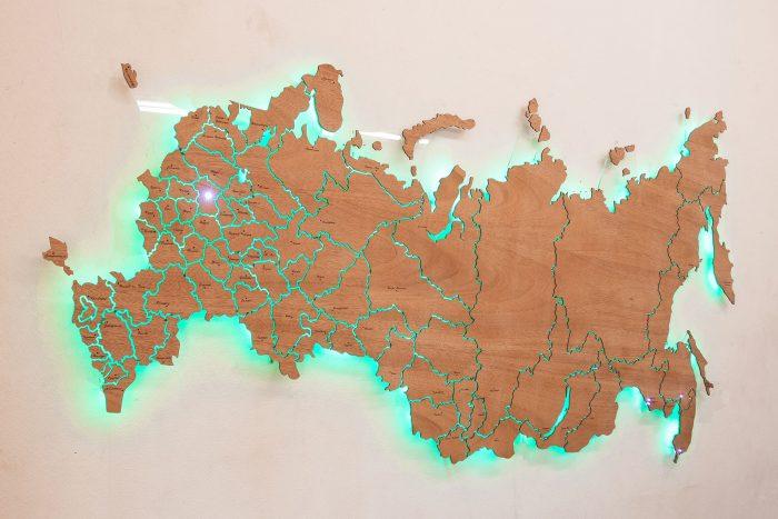 Деревянная карта России из натурального шпона Сапели с подсветкой