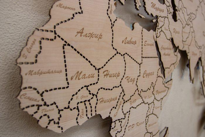 Настенная деревянная карта мира из натурального шпона Ольха с гравировкой