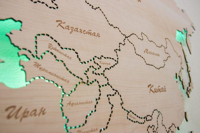 Настенная карта мира из натурального шпона Ольха с подсветкой