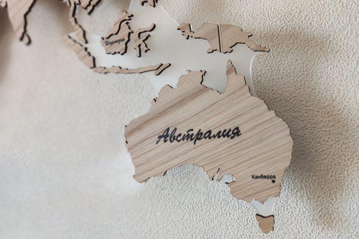 Карта мира из дерева серии Elite из натурального шпона Дуб белый с гравировкой