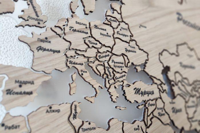 Настенная деревянная карта мира из натурального шпона Дуб белый с гравировкой и полным зазором