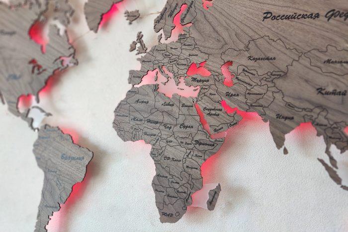 Настенная карта мира из дерева серии Standard из натурального шпона Орех Американский с многоцветной подсветкой